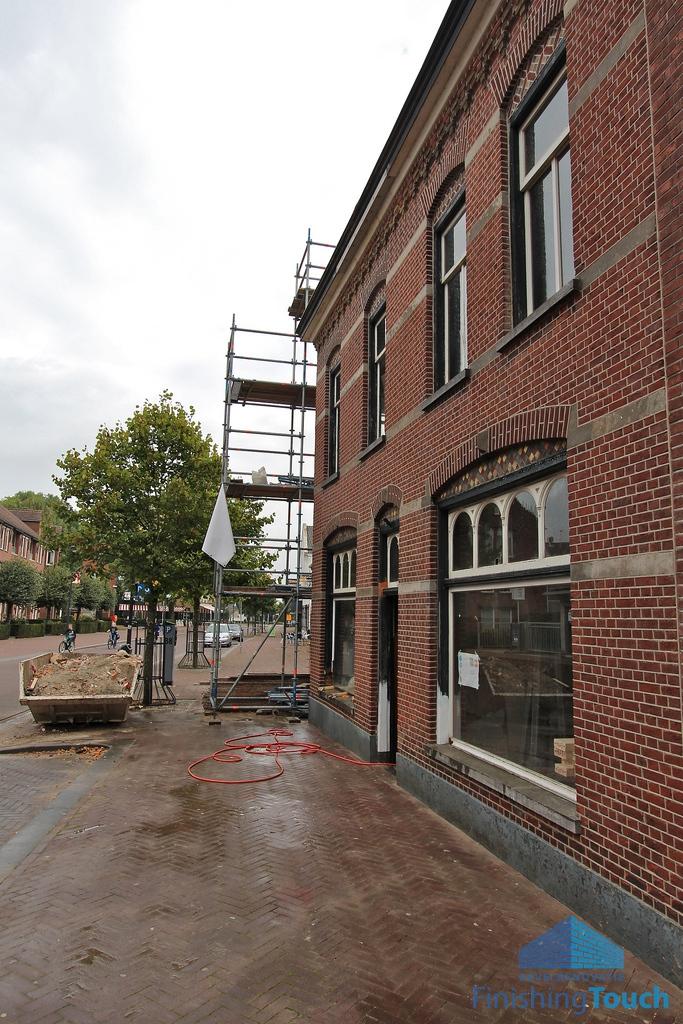 Gevelrestauratie Monument in Etten-Leur - Monument076 - Voegersbedrijf Finishing Touch met collega's van Stichting Voeggarant