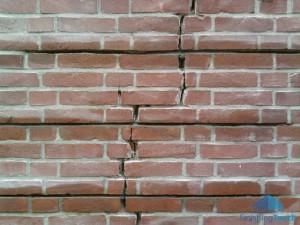 scheur-in-de-muur_scheurherstel_woudse-tol_voegbedrijf-finishing-touch-5